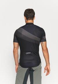 Giro - CHRONO SPORT - Pyöräilypaita - black render - 2