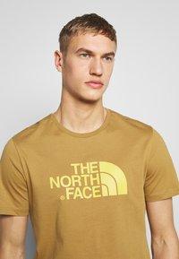 The North Face - M S/S EASY TEE - EU - T-Shirt print - british khaki - 3