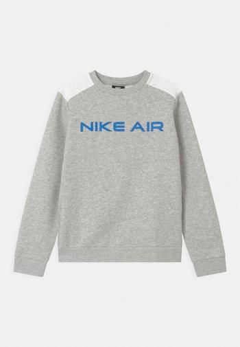AIR CREW - Sweater - grey heather/summit white/bright crimson