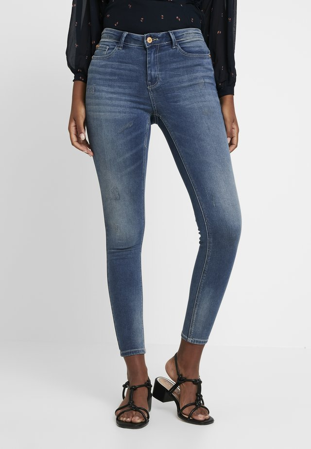 JDYCAROLA  - Jeansy Skinny Fit - medium blue denim