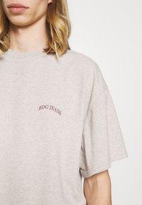 BDG Urban Outfitters - UNISEX - Basic T-shirt - ecru - 5