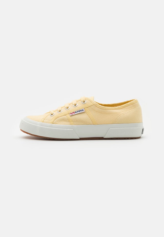 Baskets basses - beige