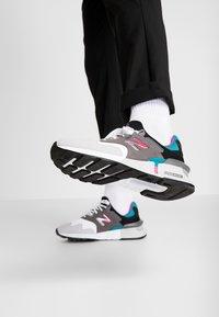 New Balance - MS997 - Zapatillas - grey/green - 0