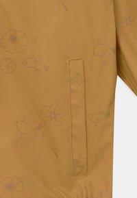 Name it - NMFDRY FLOWER RAIN SET - Vodotěsná bunda - amber gold - 3