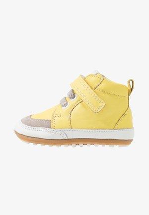 MIGOLO - První boty - jaune