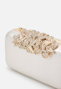 Forever New - JAMIE EMBELLISHED CLASP - Clutch - silver-coloured - 3