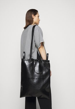 SHINY PLEATHER BERLIN BAG - Tote bag - black