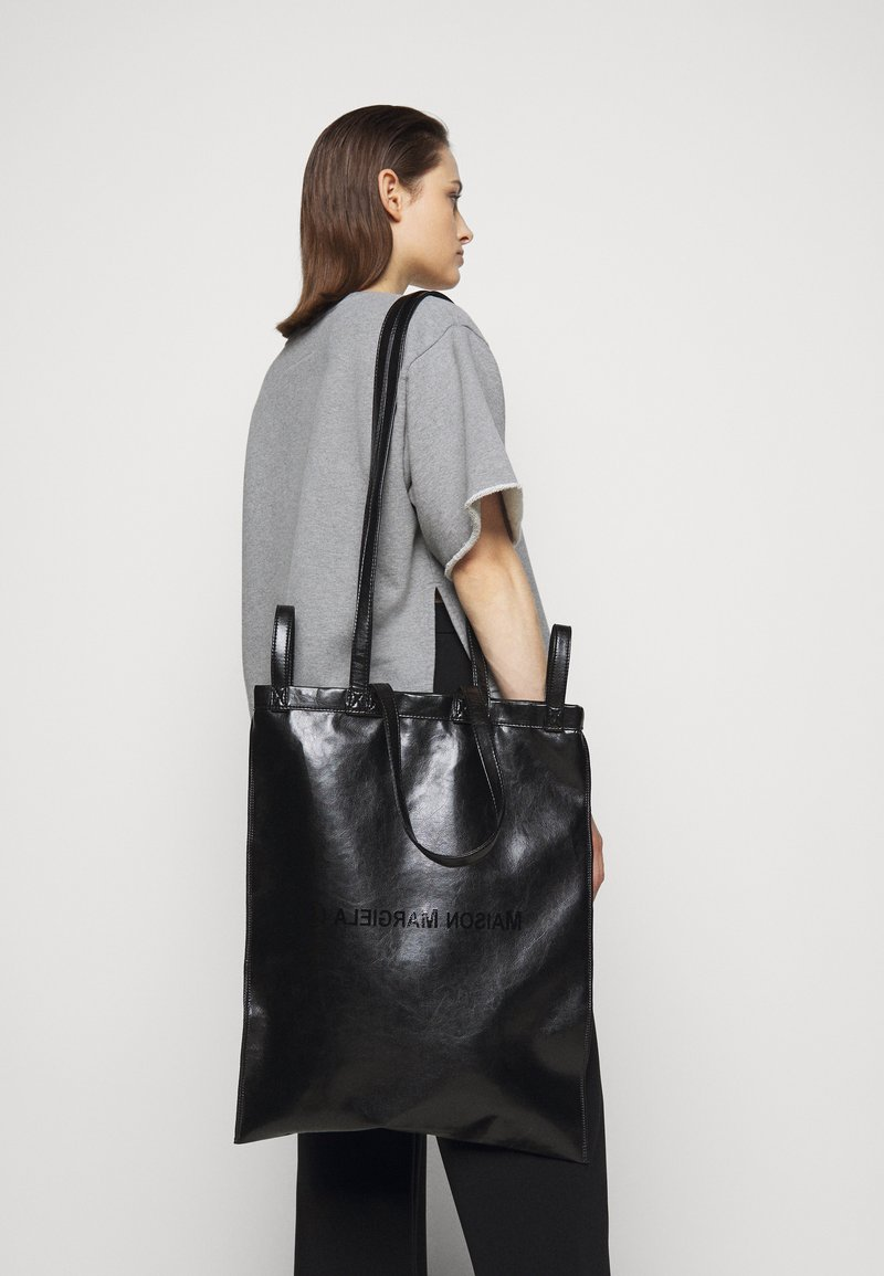 MM6 Maison Margiela - SHINY PLEATHER BERLIN BAG - Shopping Bag - black