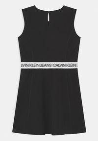 Calvin Klein Jeans - LOGO TAPE SLEEVELESS  - Vestito di maglina - black - 1
