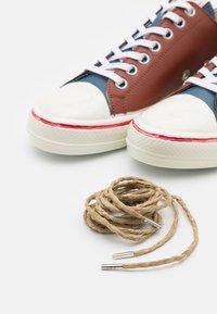 Marni - TOP GOOYE - Trainers - black/smoke blu/cognac - 5