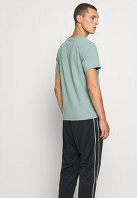 Nike Sportswear - REPEAT - Teplákové kalhoty - black - 3