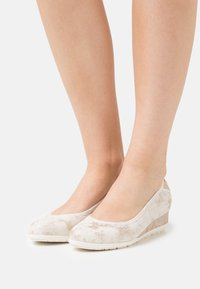 s.Oliver - Wedges - nude - 0