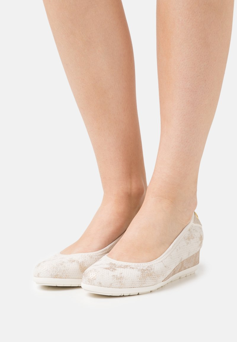 s.Oliver - Wedges - nude