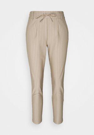 PANTALON POPTRASH - Trousers - humus/cloud dancer