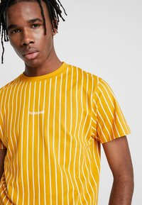 Nominal - DALI TEE - Print T-shirt - mustard - 4