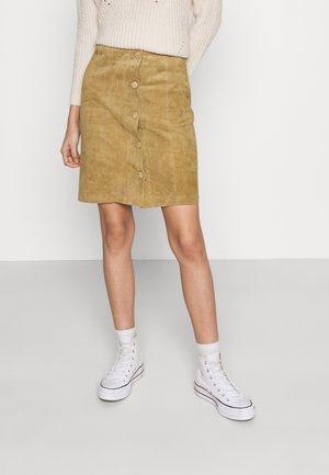 VIUSE SKIRT - Kožená sukně - butternut