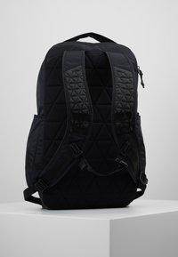 Nike Performance - POWER - Batoh - black/white - 2