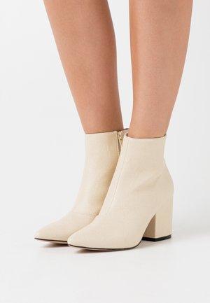 KOLAH - Ankle boots - offwhite