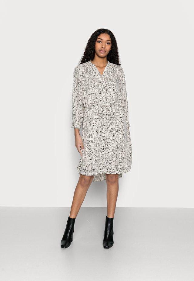 SLFDAMINA DRESS - Korte jurk - sandshell