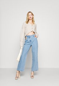 Milk it - BOYFRIEND CUTOUT POCKETS - Straight leg jeans - light blue - 1