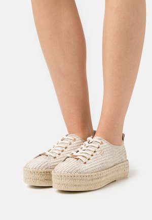 GENNA - Casual lace-ups - beige/gold