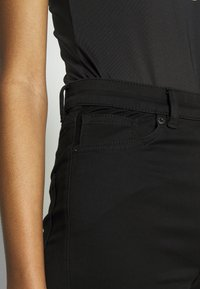 Monki - OKI BLACK DELUXE - Jeans Skinny Fit - black dark quick rinse - 4