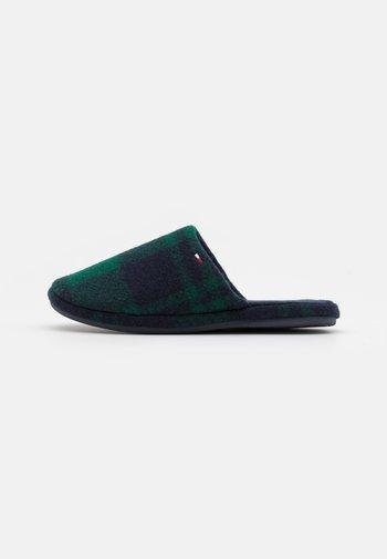 CHECK FLAG HOMESLIPPER - Slippers - green