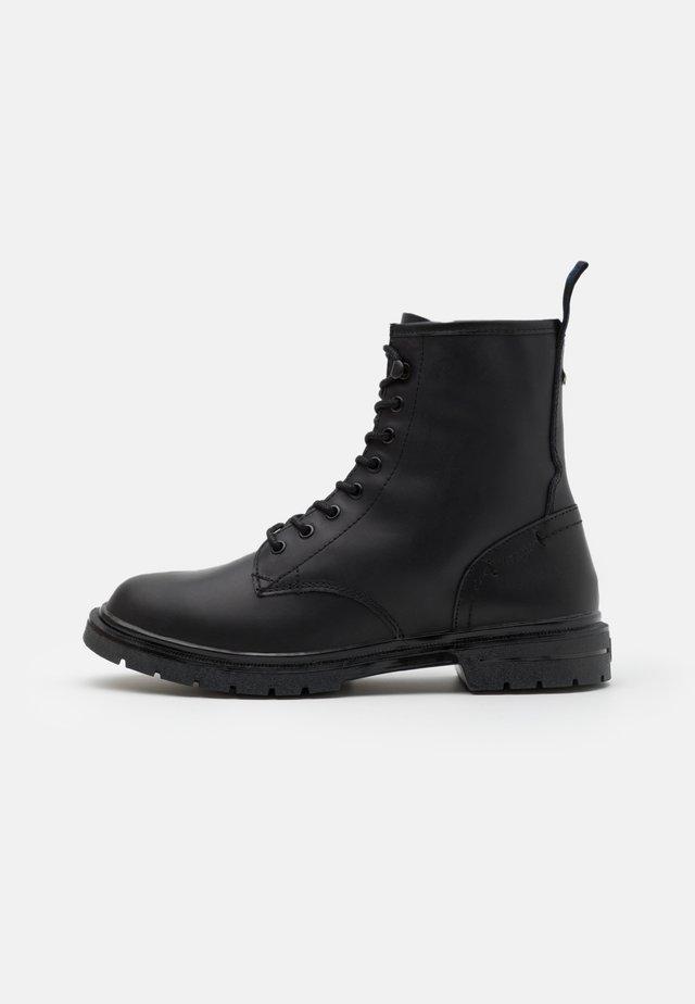 SPIKE MID - Šněrovací kotníkové boty - black