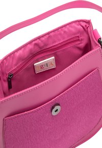 IZIA - MIT KUNSTFELL - Across body bag - pink - 5