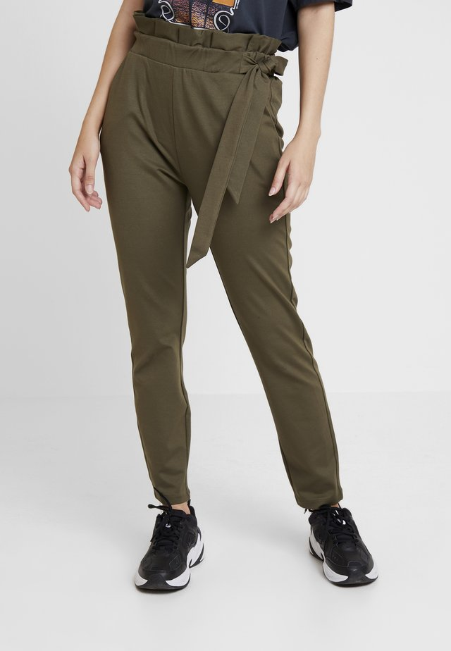 VMEVA LOOSE SIDE PAPERBAG PANT - Trousers - ivy green