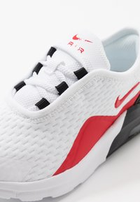 Nike Sportswear - AIR MAX MOTION 2  - Tenisky - white/university red/black - 2