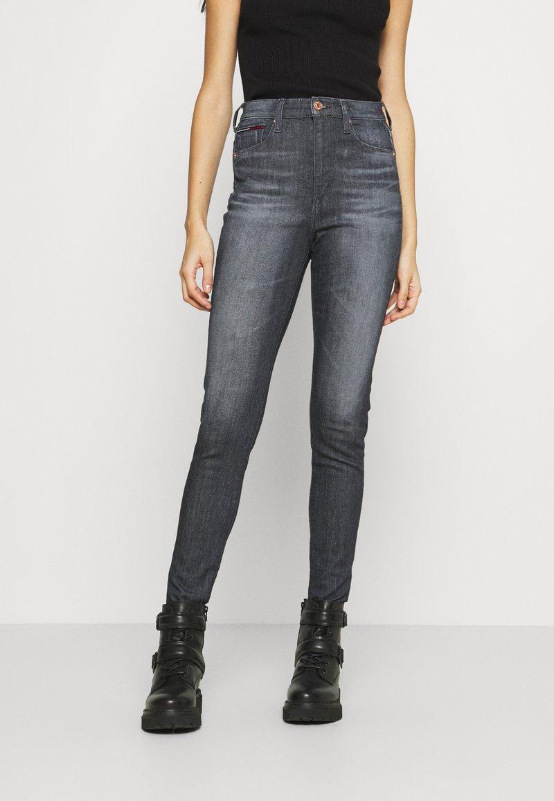 Tommy Jeans - SYLVIA - Jeans Skinny Fit - grey