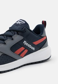 Reebok - ROAD SUPREME 2.0 - Zapatillas de running neutras - grey/collegiate navy/red - 5