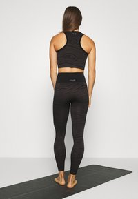 Casall - SEAMLESS MELTED - Legging - melted brown - 2