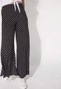 Tezenis - Trousers - nero st.pois - 0