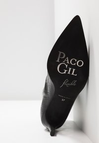 Paco Gil - MARIEL - Classic ankle boots - monterrey black - 6