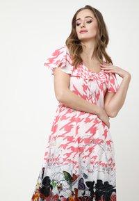 Madam-T - Maxi dress - rosa/weiß - 4