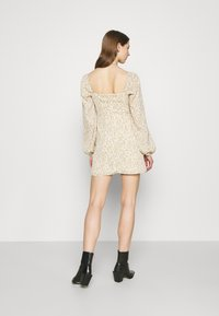 Missguided - FLORAL BUTTON THROUGH SWING DRESS - Kjole - cream - 2