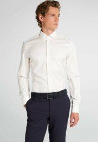Eterna - LANGARM - Formal shirt - creme - 0