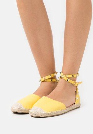 CASPER - Espadrilles - yellow