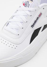 Reebok Classic - LEGACY COURT UNISEX - Sneakersy niskie - white/black - 5