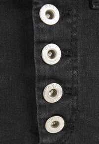 ONLY - ONLBLUSH - Minifalda - black denim - 5