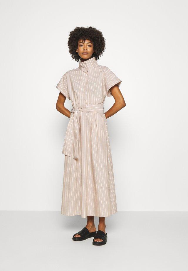 FELINE DRESS - Košilové šaty - amphora
