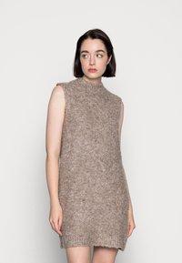 Pieces - PCFREE O NECK MINI DRESS - Jumper dress - silver mink - 0