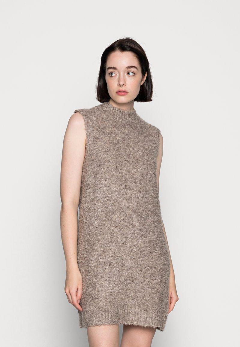 Pieces - PCFREE O NECK MINI DRESS - Jumper dress - silver mink