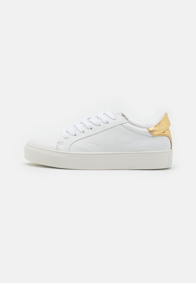 SLFDONNA NEW CONTRAST TRAINER - Sneakers laag - gold