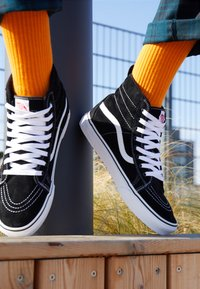 Vans - SK8 MTE UNISEX - Sneakers high - black/true white - 8