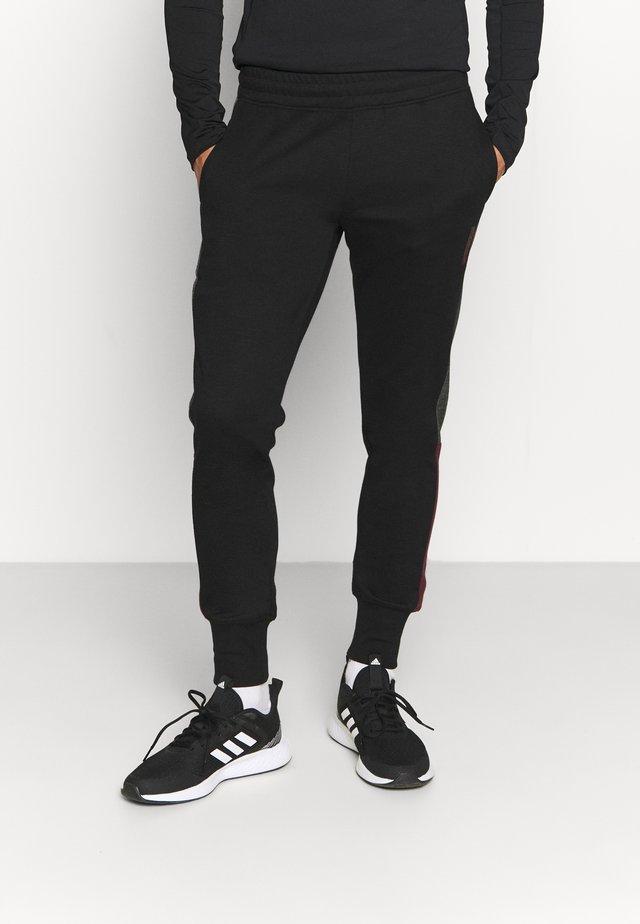 JJIWILL ZSTRIPE PANTS - Teplákové kalhoty - black