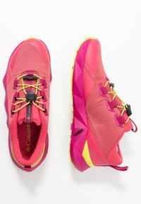 Columbia - FACET30 OUTDRY - Outdoorschoenen - rouge pink/voltage - 1