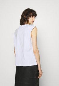 JUST FEMALE - BEIJING  - Basic T-shirt - white - 2